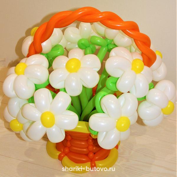 Корзинка с ромашками из шариков