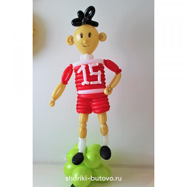 Футболист из воздушных шариков