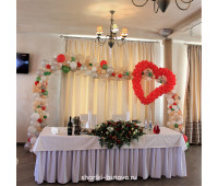 Арка с сердцем из шариков на свадьбу