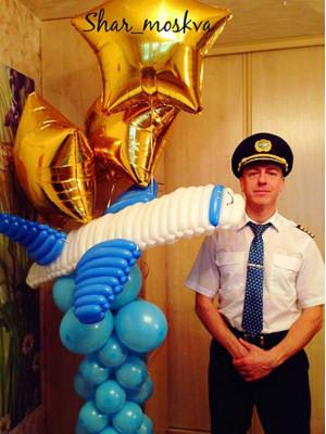 Самолет из воздушных шариков